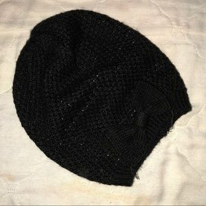 Black sweater beanie with bow